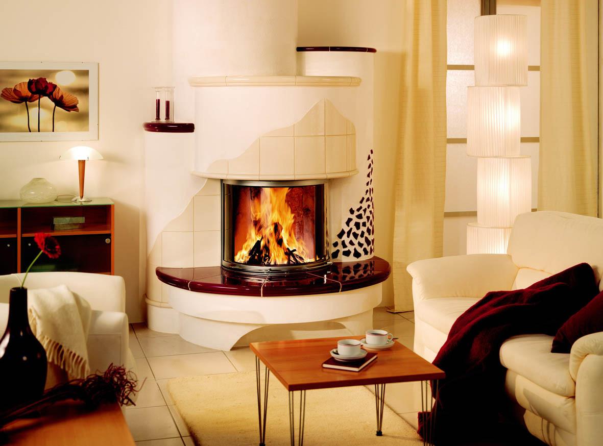 Kachelofen - Warmluftofen 1995 in einem Wohnzimmer